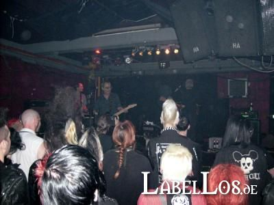 Under_Cover_Of_Darkness_036