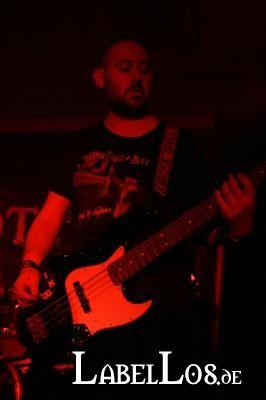 sat_017_emergency-exit-festival_christine-plays-viola